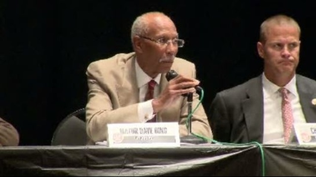 Detroit Mayor Dave Bing at community meeting with protestors