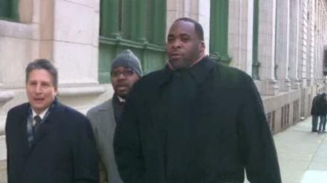 Jim Thomas Bobby Ferguson Kwame Kilpatrick outside Detroit court Nov 28 2012