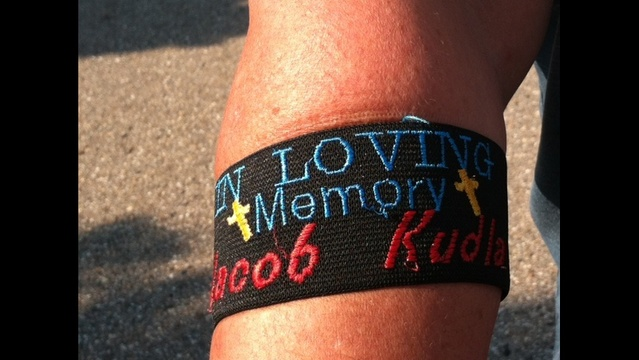 Memory arm bands were handed out prior to the funeral_15957450