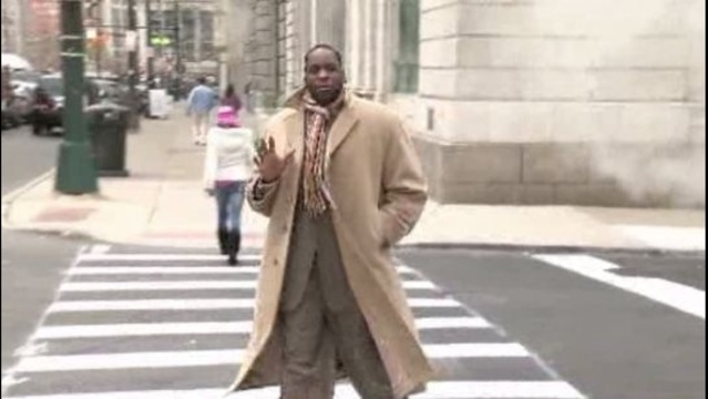 Kwame Kilpatrick waves to camera Nov 30 2012 Detroit_17611970