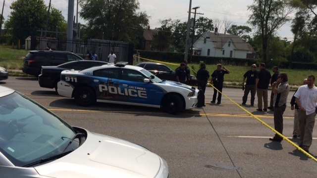 Detroit police crash officer involved 1
