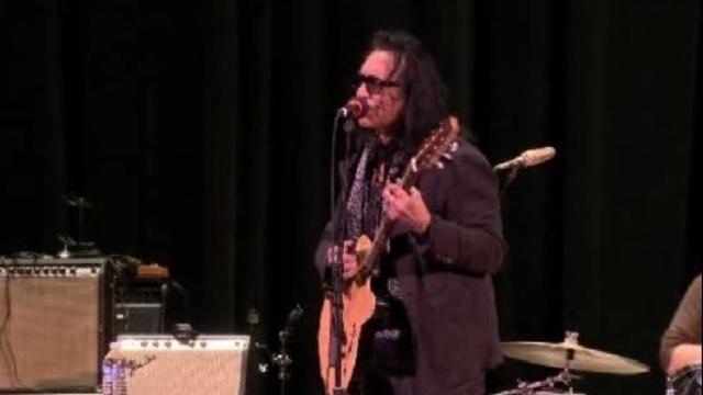 Rodriguez singing