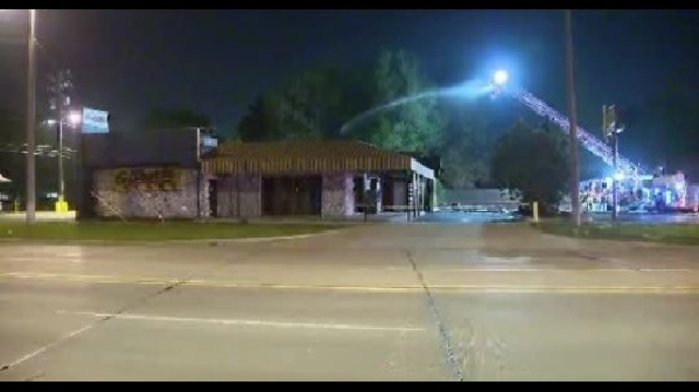 Gilbert's Lodge in St. Clair Shores catches fire