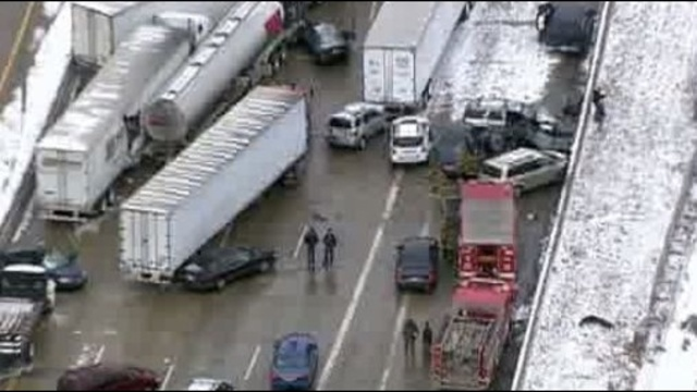 Massive crash shuts down I-75 at Springwells