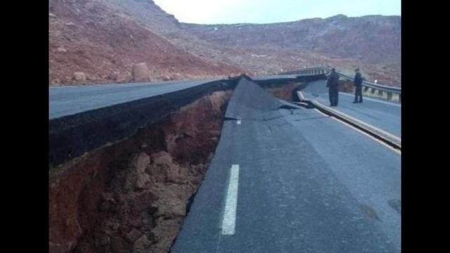 Arizona-Highway-Buckles-near-Page.jpg_19005450