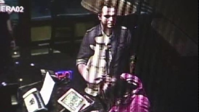 Man steals pig from Red Smoke Barbeque Restaurant in Greektown