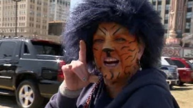 Painted face Tiger fan