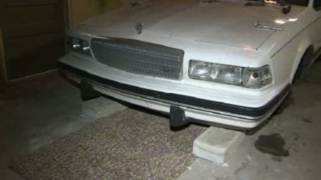 Teen lifts car -- the Buick