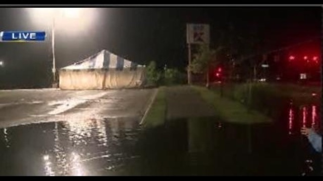 WATERFORD-TENT-FLOOD.jpg_20753994