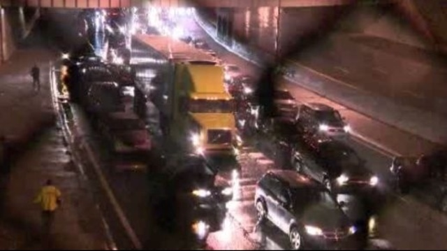 highway crash 6_17795998