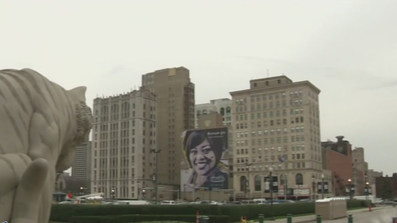 Tigers fan cancer survivor gets her own mural near for Comerica park wall mural