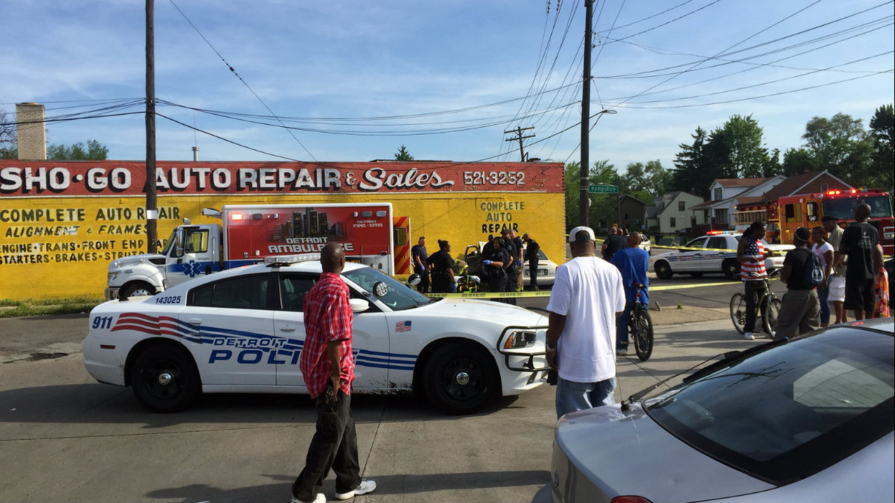 Man shot at stoplight, crashes into building on Detroit's east...