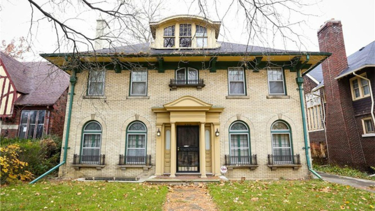 Boston edison home built in 1923 lists for 200k for Edison home show
