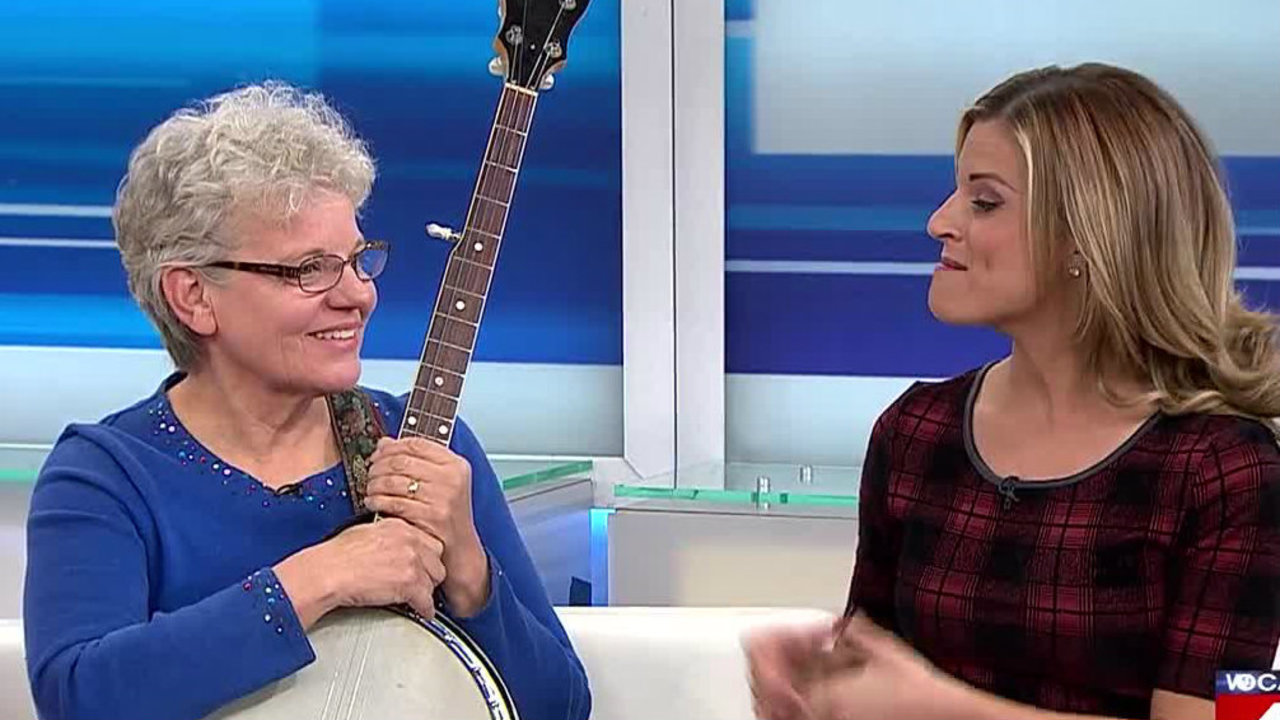 kim degiulio u0026 39 s aunt becky shows up to play banjo