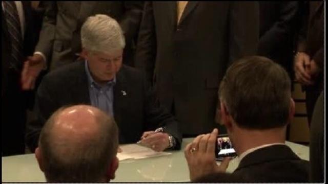 Bill signing_17834630