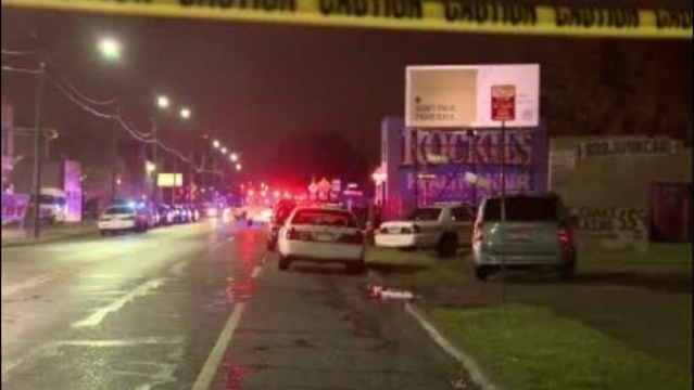 10 People shot outside east Detroit barber shop_22843338