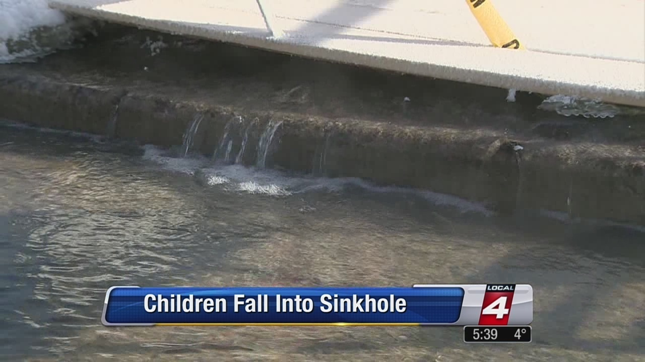 Girl 8 Falls Into Sinkhole On Detroits West Side