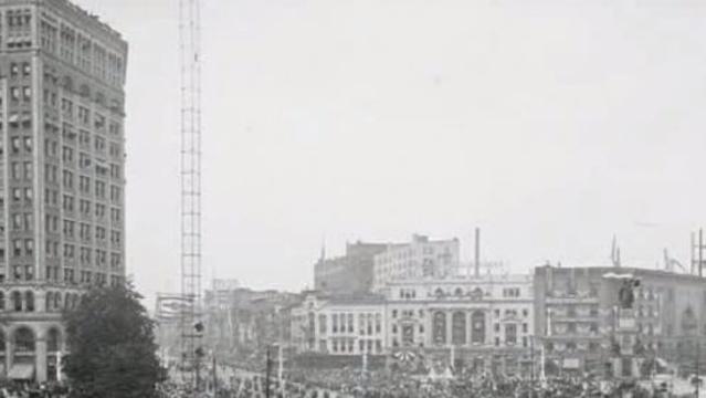Moonlight Tower Detroit 2_16612584