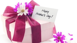 Mother's Day gift guide for on-the-go moms
