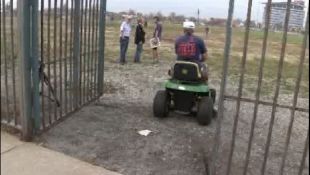 Navin Field Grounds Crew entrance_17119024
