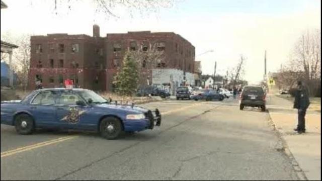 Detroit police officers shot 3_19570006