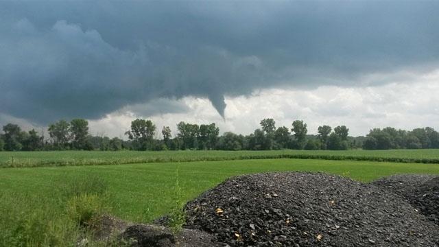 Funnel cloud Macomb County_27642552