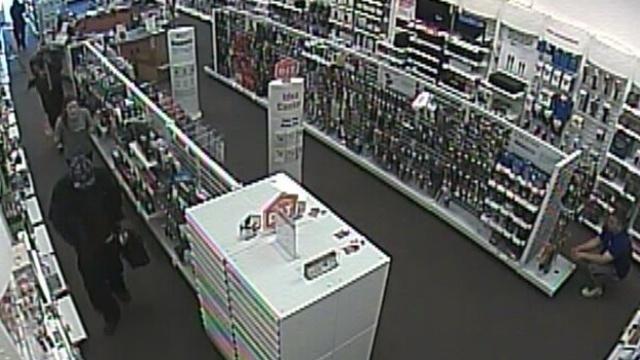 RadioShack robbery Sterling Heights 3