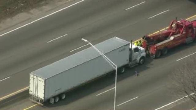 Semi truck on EB I-94_25553542