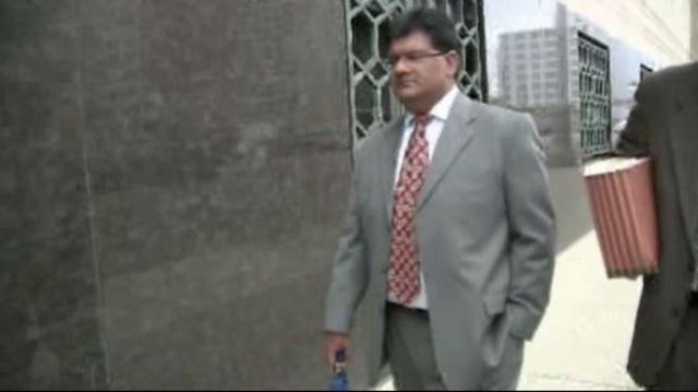 Tahir Kazmi outside court_15732546