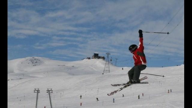 Skiing_17581414