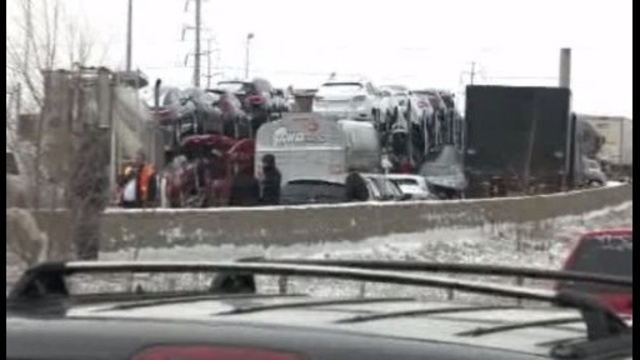 Massive crash shuts down I-75 at Springwells_18353346