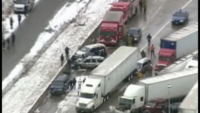 Massive crash shuts down I-75 at Springwells_18354464