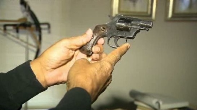 81-year-old Man shoots at intruder Detroit