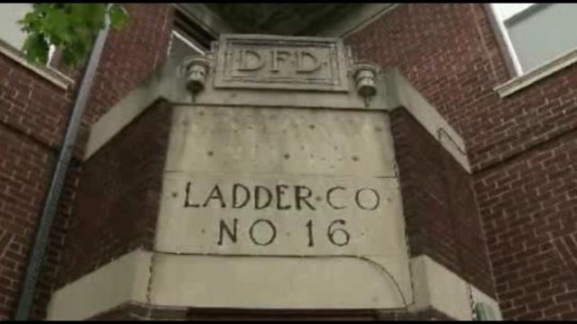 DFD building Ladder 16_17045782