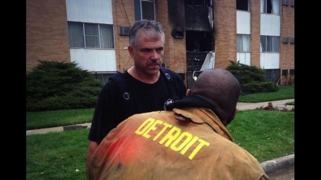 Detroit-firefighter-saves-apartment-residents.jpg_23085042