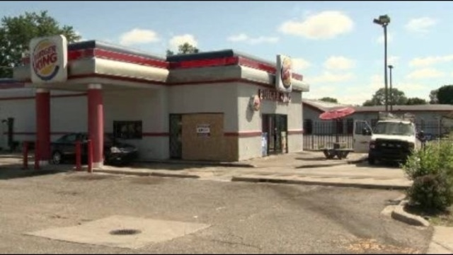 Driver-crashes-car-into-Burger-King--3.jpg_21326692