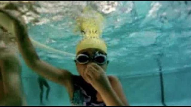 Girl swimmer_17098722