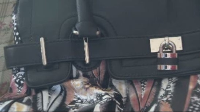 Image-of-stolen-purse-1.jpg_20638332