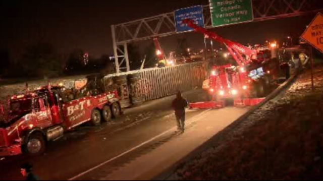 Interstate 75 truck rollover Detroit 4_18059398
