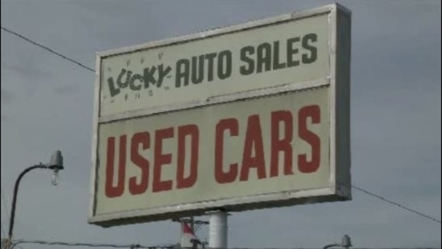Lucky Auto Sales sign in Pontiac_16740564