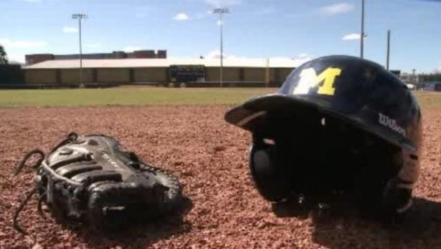 Michigan baseball glove and helmet_19513006
