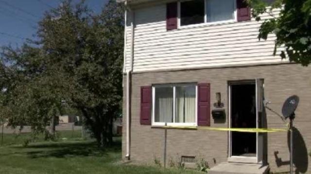 Mom--son-injured-in-Pontiac-apartment-fire-image-2.jpg_20304174