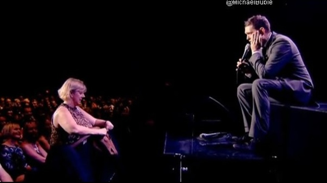 Mother-interrupts-Buble-s-concert.jpg_19504528