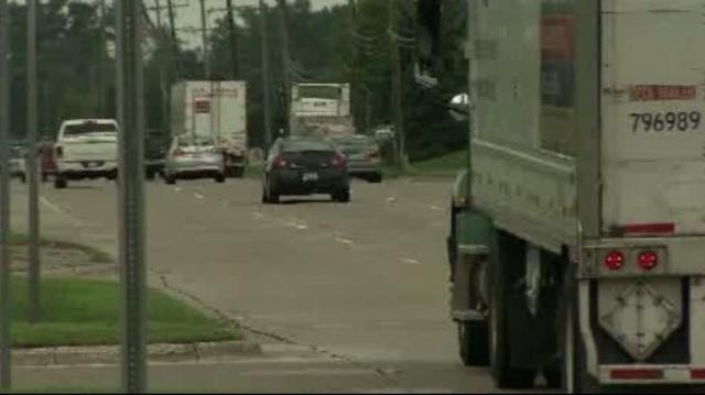 Mound Road traffic 2