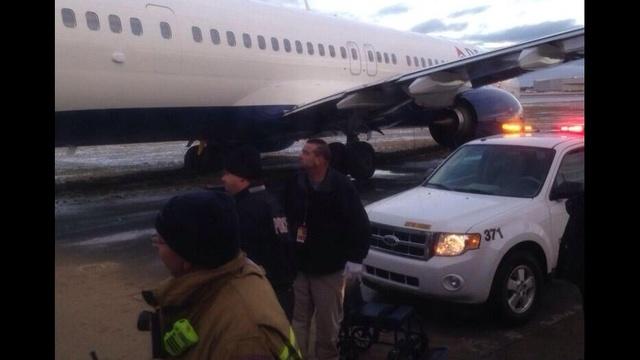 Plane-off-runway-at-Delta.jpg_23621428