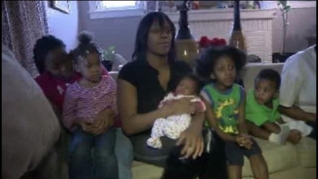 Steel Stree fire mom with kids_19408760
