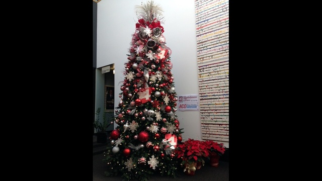 WDIV x mas tree tall_23371478