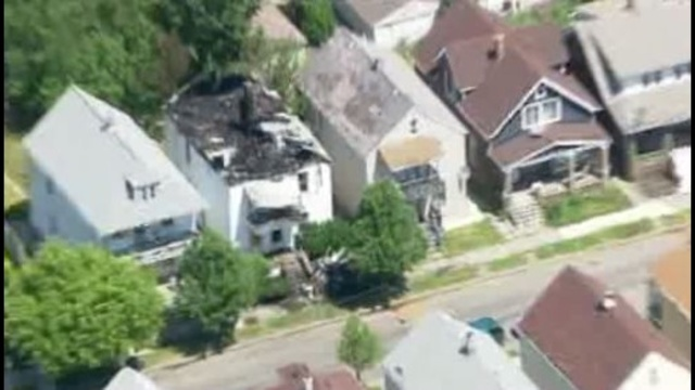 3 Firefighters were hurt injured after battling a fire Friday morning on the 3000 block of Edwin in Hamtramck,_15118820