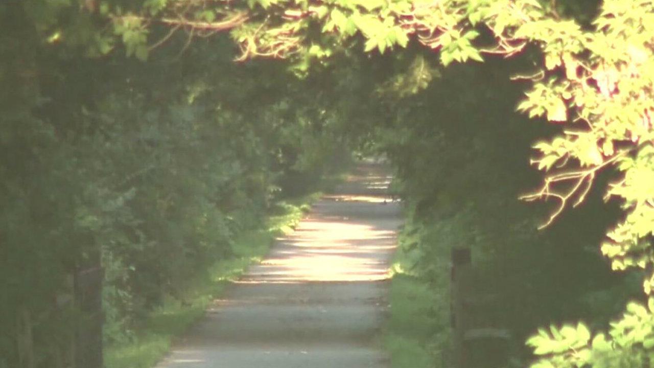 Macomb Orchard Trail