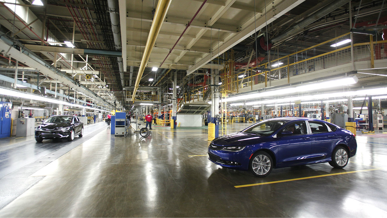 fiat chrysler to lay off 1 300 workers at sterling heights plant. Black Bedroom Furniture Sets. Home Design Ideas